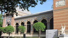 El Palacio de Velázquez está en el Retiro y cuenta con una fachada renacentista con 7 arcos