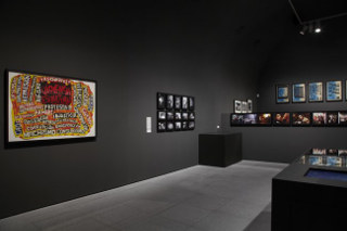 Vista de sala de la exposición. Perder la forma humana, 2012. Museo Reina Sofía
