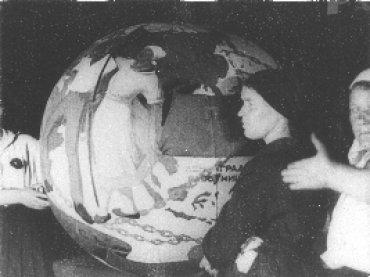 Dziga Vertov. Una sexta parte del mundo [Šestaja čast' mira]. Película, 1926.  Cortesía del Austrian Film Museum \ De la Colección especial Dziga Vertov