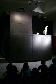 Representación teatral Juegos de abstracción. Museo Reina Sofía, 2005.