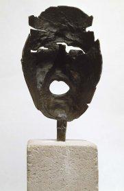 Julio González. Masque de Montserrat criant (Máscara de Montserrat gritando), 1938-1939 (ca.) Fundición a la cera perdida y patinado, 22,5 x 15,2 x 12 cm. Donación Roberta González, 1973