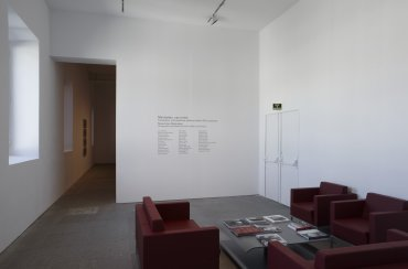 Imagen de la sala de interpretación preparada con motivo de la exposición Manhattan, uso mixto. Museo Reina Sofía, 2010.