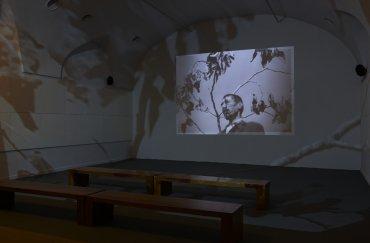 Imagen de una de las salas de la exposición Desbordamiento: Val del Omar. Museo Reina Sofía, 2010.