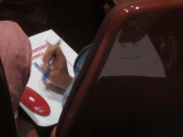 Consulta del material entregado durante la presentación.
