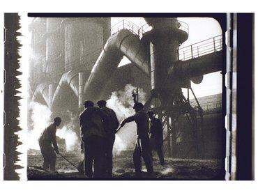 Dziga Vertov. Éntuziazm [Entusiasmo / Sinfonía del Donbáss], 1930]. Película, 1930. De la Colección del Austrian Film Museum \ Ampliación del marco Georg Wasner
