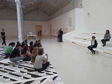Equipo 2017 en la exposición Esther Ferrer. Todas las variaciones son válidas, incluida esta