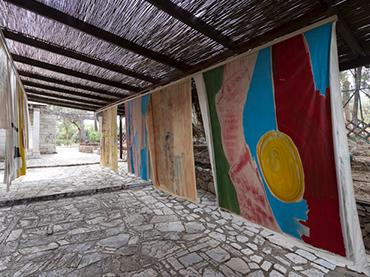 Vivian Suter, Nisyros, 2017. Installation view. Photo: Stathis Mamalakis. Courtesy documenta 14, Atenas