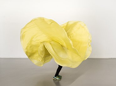 Ola Maciejewska performing Loie Fuller: Research, © Martin Argyroglo