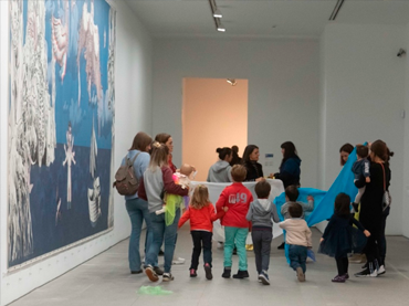 Grupo familiar durante la actividad SAVIA, ¿cómo jugar el Museo?, 2020. Fotografía: Daniel Jordán Pompa