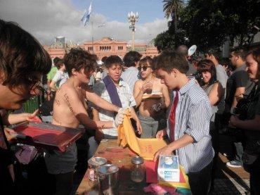 Marcha del Orgullo LGTBIQ+, Buenos Aires, 2013. Archivo Serigrafistas Queer