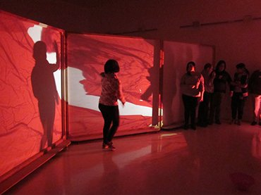 Un momento de la actividad Actuar en la sombra, Museo Reina Sofía