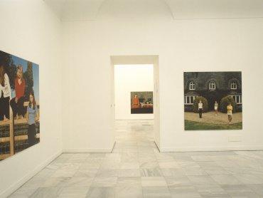 Vista de sala de la exposición. Sarah Jones: El diván, el comedor, la casa, el jardín,… , 1999