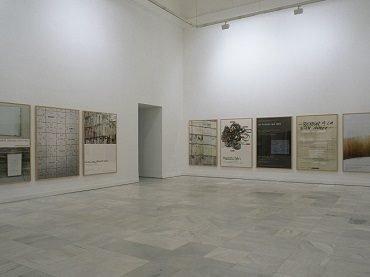 Vista de sala de la exposición. Ignasi Aballí. Desapariciones, 2002