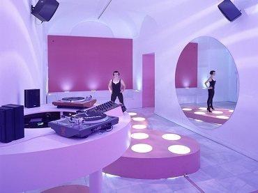 Vista de sala de la exposición. Ana Laura Aláez. DANCE & DISCO, 2000