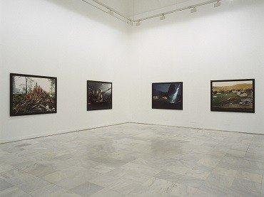 Vista de sala de la exposición. Gregory Crewdson. Casa Tomada, 1998