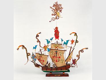 León Ferrari, Santa María (Carabela, detalle de La justicia / 1492-1992. Quinto centenario de la Conquista), 1992. Instalación