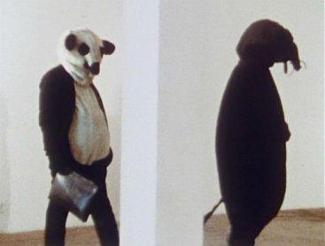 Fischli y Weiss. La mínima resistencia, 1980-1981. Filmación DVD. Museo Nacional Centro de Arte Reina Sofía. © Peter Fischli David Weiss, Zürich 2013