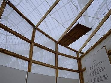 Exhibition view. Ilya y Emilia Kabakov. El Palacio de los Proyectos 1995 - 1998, 1998