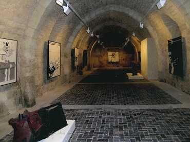 Vista de sala de la exposición. Millares en Silos, 2005