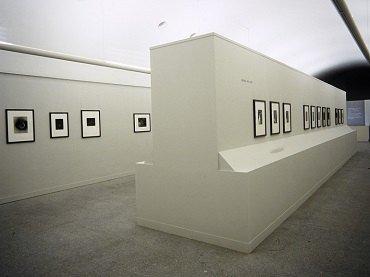 Vista de sala de la exposición. László Moholy-Nagy. Fotogramas, 1922-1943, 1997