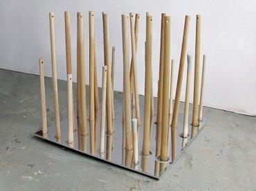 Juan Luis Moraza. Endscape (oppenheimereinstein), 2013. Aluminio pulido, madera. Colección del autor