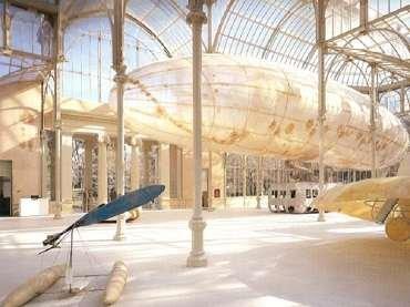 Vista de sala de la exposición. Panamarenko, 2002
