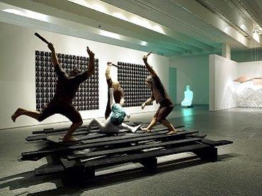 Vista de sala de la exposición. Las tres dimensiones de El Quijote, 2005