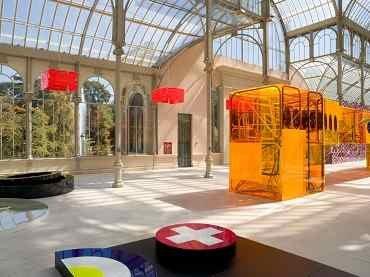 Vista de sala de la exposición. Tobias Rehberger. I Die Every Day. 1 Cor. 15,31, 2005