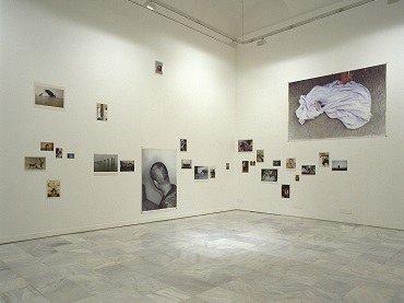 Vista de sala de la exposición. Wolfgang Tillmans. Fruicciones, 1998