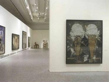 Vista de sala de la exposición Manolo Valdés (1981-2006), 2006