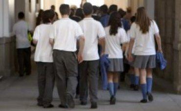 Grupo de escolares desplazándose para iniciar el recorrido. Museo Reina Sofía, 2005