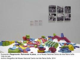 Vista de sala/gallery view de la exposición Playgrounds. Reinventar la plaza (imagen 3)