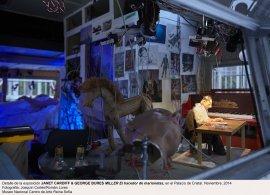 Vista de la exposición Janet Cardiff & George Bures Miller. El hacedor de marionetas Instalación en el Palacio de Cristal