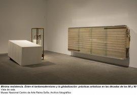 Mínima resistencia. Entre el tardomodernismo y la globalización: prácticas artísticas durante las décadas de los 80 y 90, vista de sala / gallery view (imagen 2)