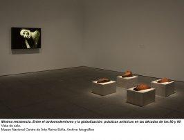 Mínima resistencia. Entre el tardomodernismo y la globalización: prácticas artísticas durante las décadas de los 80 y 90, vista de sala / gallery view (imagen 4)