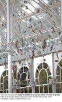 Vista de la exposición Danh Vō Destierra a los sin rostro / Premia tu gracia