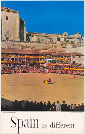 Toros en Chinchón, Madrid. Serie Spain is different. Dirección General de Turismo, 1964. Fuente: Colección del Centro de Documentación Turística de España, Instituto de Turismo de España www.tourspain.es