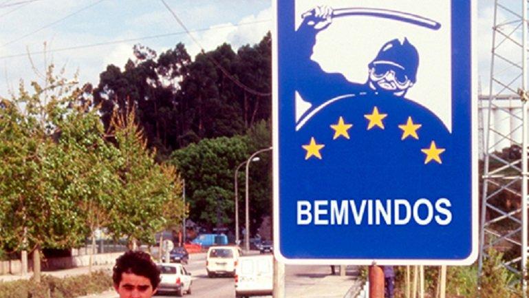 Rogelio López Cuenca, Bemvindos, señalización pública, 130 x 97 cm, esmalte sobre metal, Oporto, 1996