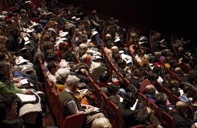 Público asistente a la conferencia. Museo Reina Sofía, 2006