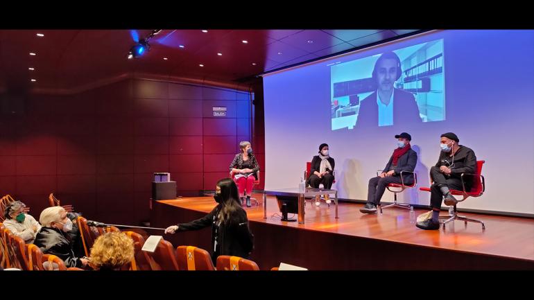 Day of the meeting Among So Many, 2021. In the image (from left to right): Susana Moliner, Safaa Erruas, Younes Rahmoun and Karim Rafi. Abdellah Karroum on screen. Photograph: Celia Maldonado