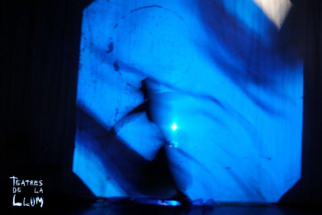 Experimentación con luces y sombras proyectadas
