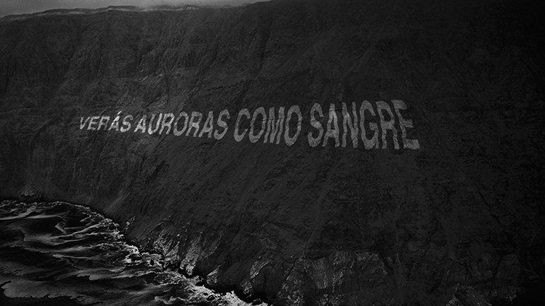 Raúl Zurita. Escrituras sobre los acantilados. Project, 2008. In the context of Verás un mar de piedras. Photography: Nicolás Piwonka