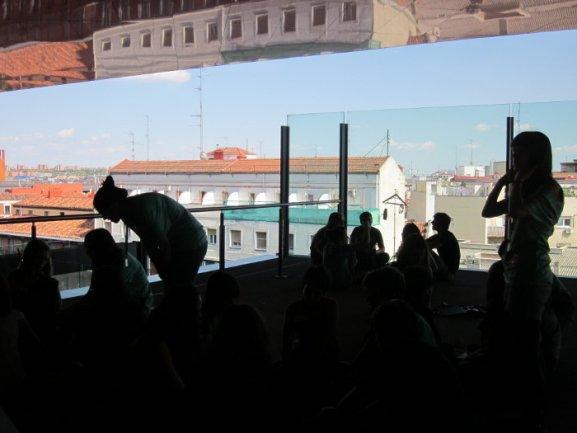Los jóvenes realizan objetos a los que dotan de nuevas funciones en las terrazas del Edificio Nouvel