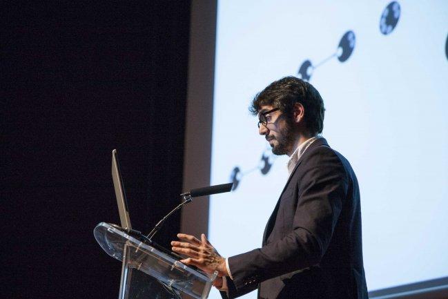 Exposición de Diego Mellado sobre la transdisciplinariedad en los equipos de conservación-restauración