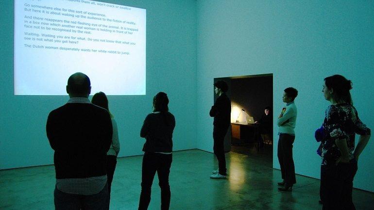 Dora García. Instant Narrative (IN) (Narrativa instantánea [NI]), 2008. Instalación, performance. Colección Museo Nacional Centro de Arte Reina Sofía