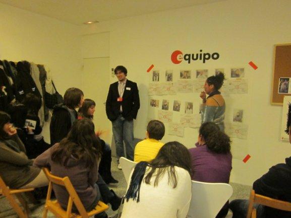 Los jóvenes de Equipo durante el desarrollo de la primera experiencia Equipo en abierto