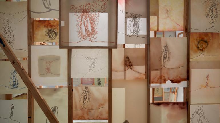 Vista de la exposición Ida Applebroog. Marginalias, 2021