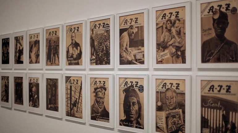 Vista de la exposición Una luz dura, sin compasión. El movimiento de la fotografía obrera, 1926-1939