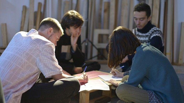 Un momento del taller Work, Word, World de Somosnosotros con Equipo. Fotografía de Deseo Márquez