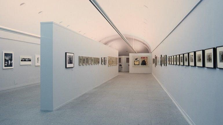 Exhibition view. Robert Frank. HOLD STILL_keep going, 2001